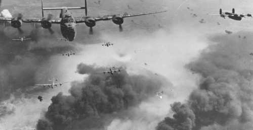wwii flying planes